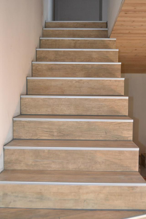 Carrelage fa ence chappe construction r novation for Pose carrelage escalier tournant